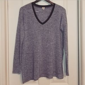 Aritzia Wilfred Sherbrooke v-neck light sweater